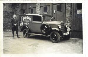 """Bereits in den 30er Jahren wurde Underberg mit dem """"Kräuter-Mobil"""", einem Opel 1,3 l Geschäftswagen, Baujahr 1937 mit 24 PS/1278 ccm Hubraum und 80 km/h Höchstgeschwindigkeit, ausgeliefert"""